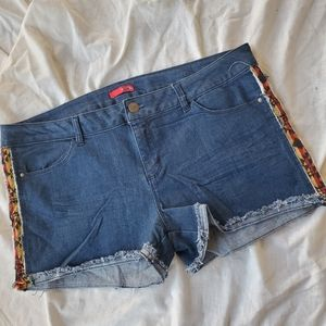 🆕️ Bongo Aztec Boho Cut off Jean shorts sz 17
